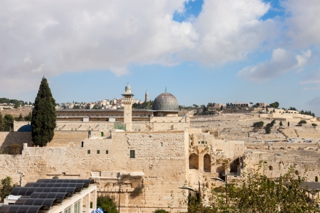 mount of olives: The dome of mousque of Al-aqsa and Mount Olives in Jerusalem