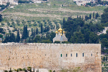 mount of olives: The Temple Mount and the Church of Maria Magdalena on Mount of Olives in Jerusalem