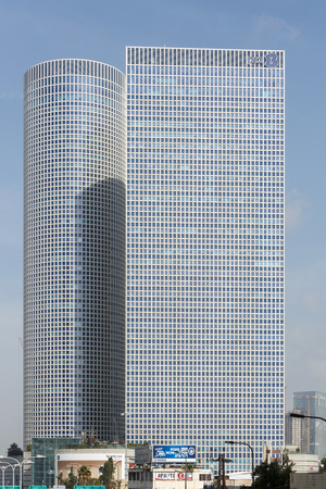 azrieli: TEL-AVIV, ISRAEL - JANUARY 22, 2016: Azrieli Center, square and round towers Editorial