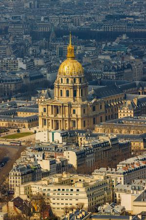 Primo piano della cattedrale di Les Invalides con la tomba di Napoleone a Parigi, Francia Archivio Fotografico - 84343609