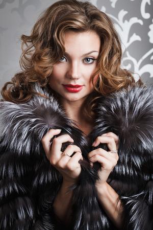 portret: beautiful girl portret in brown fox fur coat