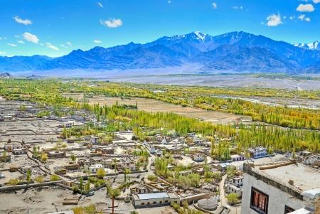 human settlement: human settlement in arid mountain landscape