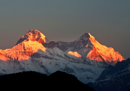 Mountain nanda devi during early sunrise Standard-Bild