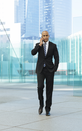 Afro american businessman talking on mobile phone Standard-Bild