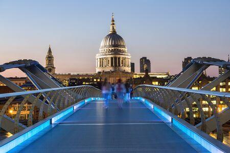 London millennium Footbridge at dusk Zdjęcie Seryjne