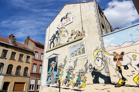 Street cartoon art is everywhere, there are even cartoon tours in Brussels Standard-Bild - 132860275