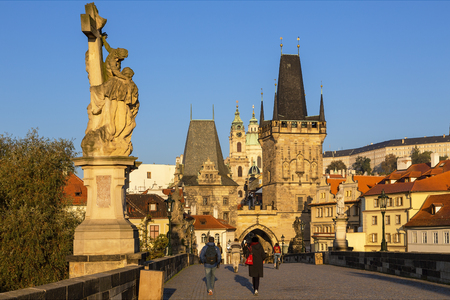 Prague, Charles Bridge and spires of The Old Town 報道画像