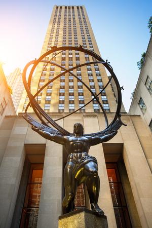 Atlas sculpture at the Rockefeller Center in New York city 新聞圖片
