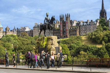 Scotland, Edinburgh, The Royal Scots Greys monument on Princes Street 新聞圖片