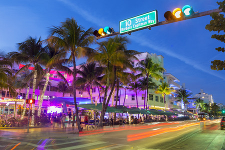 Miami, Neon lights on Ocean Drive. 에디토리얼