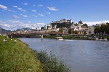 Salzburg, Land Salzburg, Austria, September 15, 2017: View from embankment of the Salzach river to the Historic Centre (Altstadt) of the City of Salzburg on sunny autumn day with blue sky and clouds. Éditoriale
