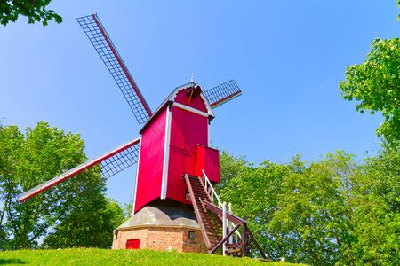 Windmill and green lawn at Brugge Stockfoto