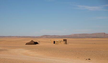 Bedouin tent in desert Imagens