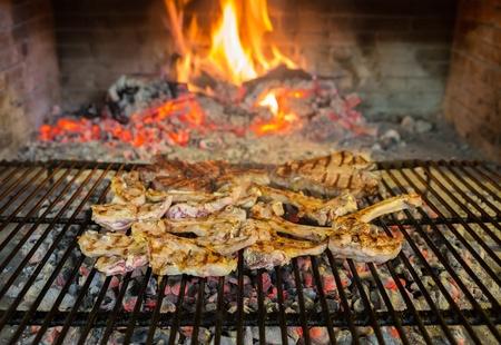 lamb chops on grill Imagens