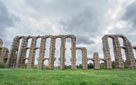 acueducto: Front view of Aqueduct of the Miracles in Merida