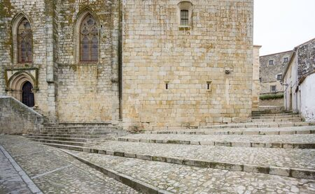 empedrado: Cloudy day in Trujillo with paved street and stone stairs, Spain