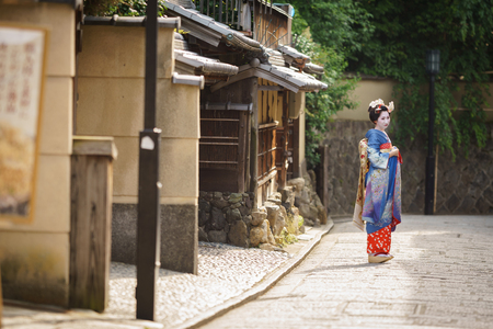 maiko: KYOTO, JAPAN - JUNE 10: Unidentified woman dress like a Maiko, Japanese women usually makeup as Geishas (also known as Maiko) for a walk in Kyoto on June 10, 2015 in Japan
