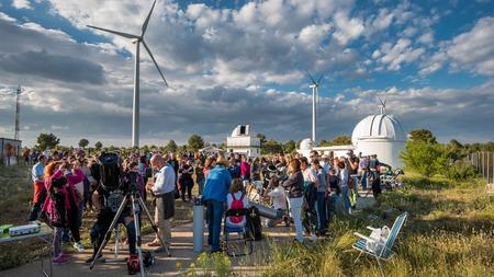 VALENCIA - JUNE 11: Unidentified people participates in the astronomy spreading open day in Aras de los Olmos, Valencia on June 11, 2016 in Valencia, Spain Sajtókép