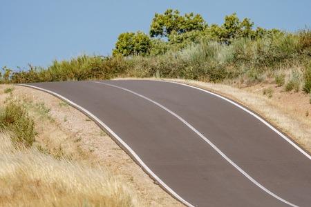 Verandering van de helling van de hoge hellingsweg in het land