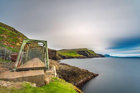 Mykines susspension bridge in Faroe Islands, long exposure Standard-Bild - 129488248