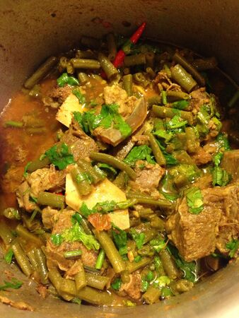 beef curry: Green bean and beef curry - full of flavour and approx. 9-10 spices