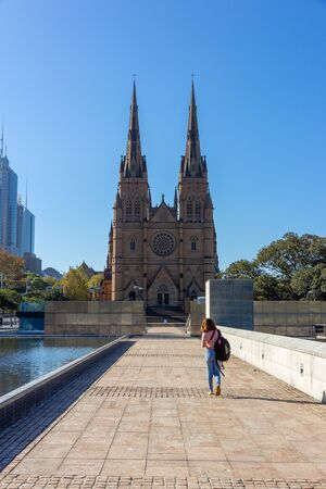 Female Tourist with backpack bag and camera walking to St Marys Cathedral in sunny day. Australia : 08042018 에디토리얼