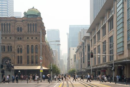 The sky over Downtown of Sydney were covered by heavy red smoke from bushfire, Australia 19-12-2019 에디토리얼