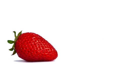 Single red strawberry fruit, closeup photo isolated on white background Foto de archivo