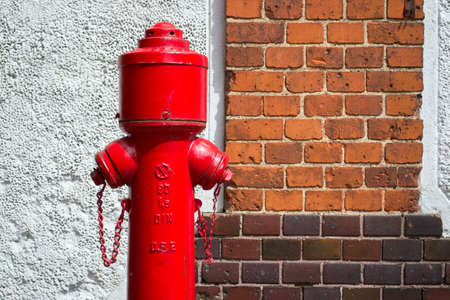 old fire hydrant against the brick wall Banque d'images - 158702673