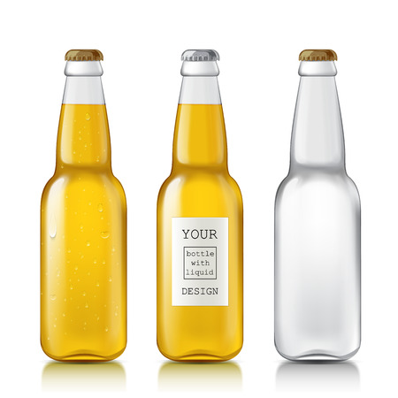 Stel realistische bierflesje. Lege fles klaar voor uw monster ontwerp. Flessen vloeistof - water, bier, sap, frisdrank. Mock Up Template. Geïsoleerd op witte achtergrond. Vector illustratie Stockfoto - 44249460