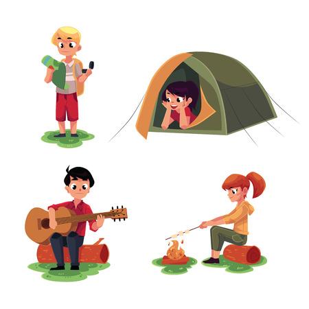 Camping enfants - étudier la carte, allongé dans la tente, jouer de la guitare et frire la guimauve sur le feu, illustration de dessin animé isolé sur fond blanc. Camping pour enfants, ensemble d'enfants touristiques
