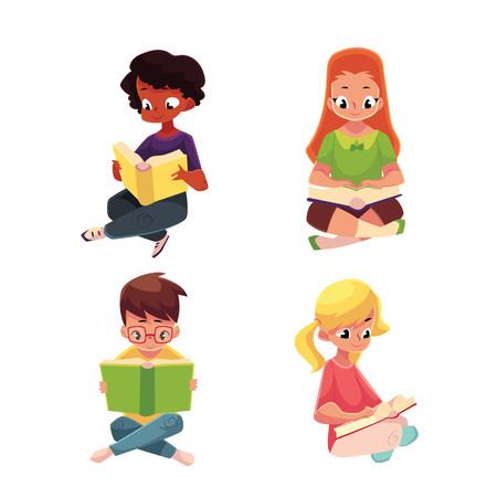 Set di bambini, ragazzi e ragazze, leggere libro interessante seduto con le gambe incrociate, illustrazione vettoriale cartoon isolato su sfondo bianco. Bambini, ragazzi e ragazze, caucasico e nero, leggendo libri