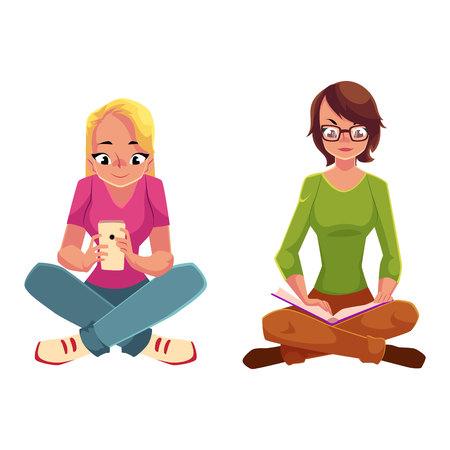 Due ragazze ubicazione gambe incrociate, un libro di lettura, un altro utilizzando il telefono cellulare, fumetto illustrazione vettoriale isolato su sfondo bianco. Ragazze donne che utilizzano supporti analogici e digitali seduti sul pavimento
