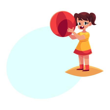 Nettes kleines Mädchen im kurzen Sommerkleid mit dem aufblasbaren Ball, der auf sandigem Strand, Karikaturvektorillustration mit Raum für Text steht. Kleines Baby, das auf Strand mit aufblasbarem Ball spielt Standard-Bild - 81953985
