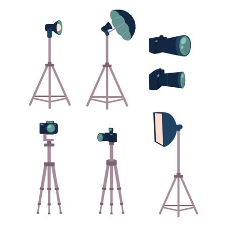 プロの写真スタジオ装置セット - カメラ、三脚、フラッシュ、ストロボ ライト、白い背景の上の漫画ベクトル図です。漫画スタイルのプロの写真、  イラスト・ベクター素材