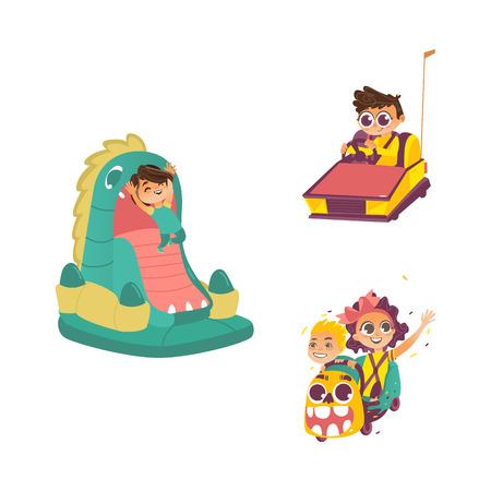 vector plana crianças no conjunto de parque de diversões. Menino, menina que monta na montanha russa, menino no castelo bouncy inflável do campo de jogos das maxilas do dragão, menino no carro de Bamper. Ilustração isolada em um fundo branco. Ilustración de vector