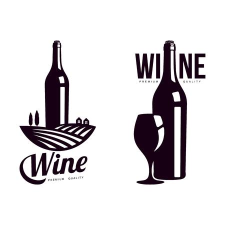 bouteille de vin sur fond de champ de vigne avec arbres, bouteille avec ensemble de verre. Logo de la société élégante, design d'icône de marque. Illustration isolée sur fond blanc