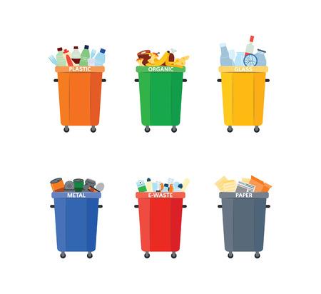 Cestino di vettore per la separazione dei rifiuti. Set di contenitori colorati per rifiuti di carta, organico, metallo e plastica. Discarica il concetto di riciclaggio per la progettazione ambientale. Illustrazione isolata Vettoriali