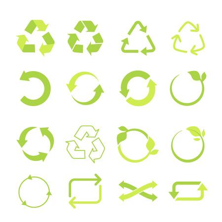 Set di icone vettoriali eco riciclato, ciclo e frecce triangolari in uno stile piatto. Insieme riciclato del segno di eco delle frecce verdi. Illustrazione vettoriale isolato su sfondo bianco.