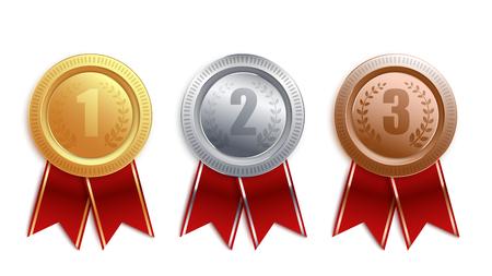 Set van gouden, zilveren, bronzen badges met rood lint. Competitie winnaar award collectie voor eerste, tweede en derde plaats, medaille munt 3D-ontwerp geïsoleerd op een witte achtergrond, vectorillustratie. Vector Illustratie