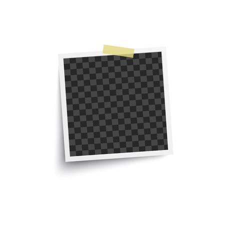 Álbum de foto en blanco o marco cuadrado vacío colocado en la pared con una maqueta de cinta adhesiva. Ilustración de vector de telón de fondo de tarjeta retro fotorrealista aislado en blanco.
