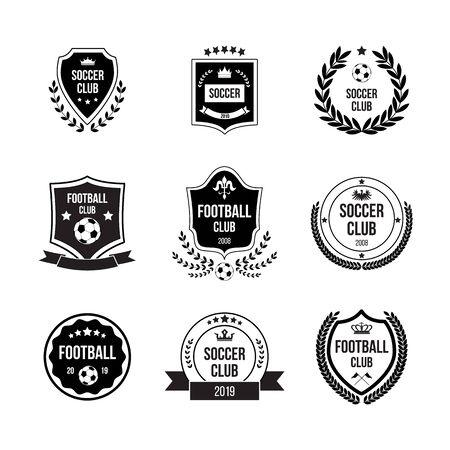 Set di distintivi da calcio e da calcio con scudi e palloni per competizioni, club e squadre. Distintivi neri, segni e icone in cerchi e scudi per il calcio. Illustrazione vettoriale piatto isolato. Vettoriali
