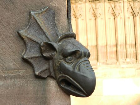 waterspuwer: Gargoyle on Strasbourg Cathedral Stockfoto