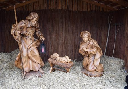 presepio: Joseph and Mary with baby Jesus statues at Christmas market, Sibiu, Romania Stock Photo