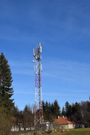 Telecommunication antenna and sky background