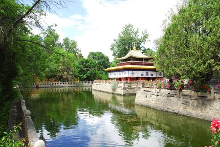 Tempel in Norbulinka in Lhasa Tibet China on a summer day Standard-Bild