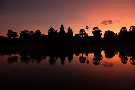 Angkor Wat temple in Cambodia in the early morning mirroring in a lake at sun rise Stock fotó
