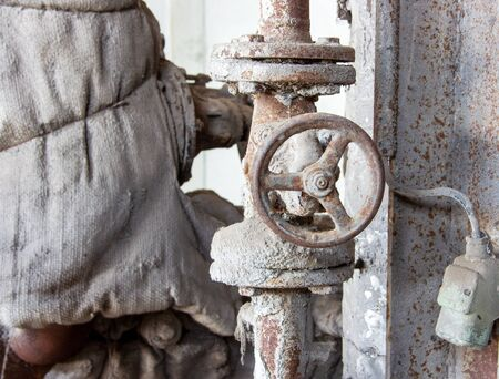 altes verrostetes und oxidiertes Absperrventil Stok Fotoğraf