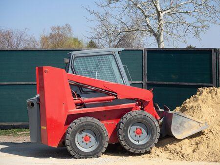 Small shovel excavator for sand heaps Banco de Imagens