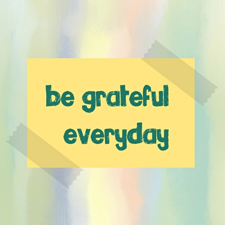 agradecimiento: Be grateful everyday message written on yellow paper note